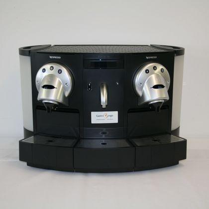 Nespresso Kaffeemaschine mit 2 Auslässen